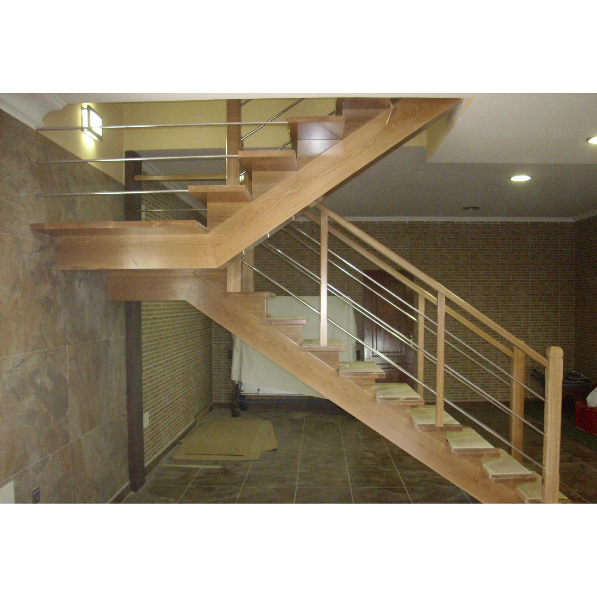 Escalera madera interior a medida combinada for Planos de escaleras de hierro