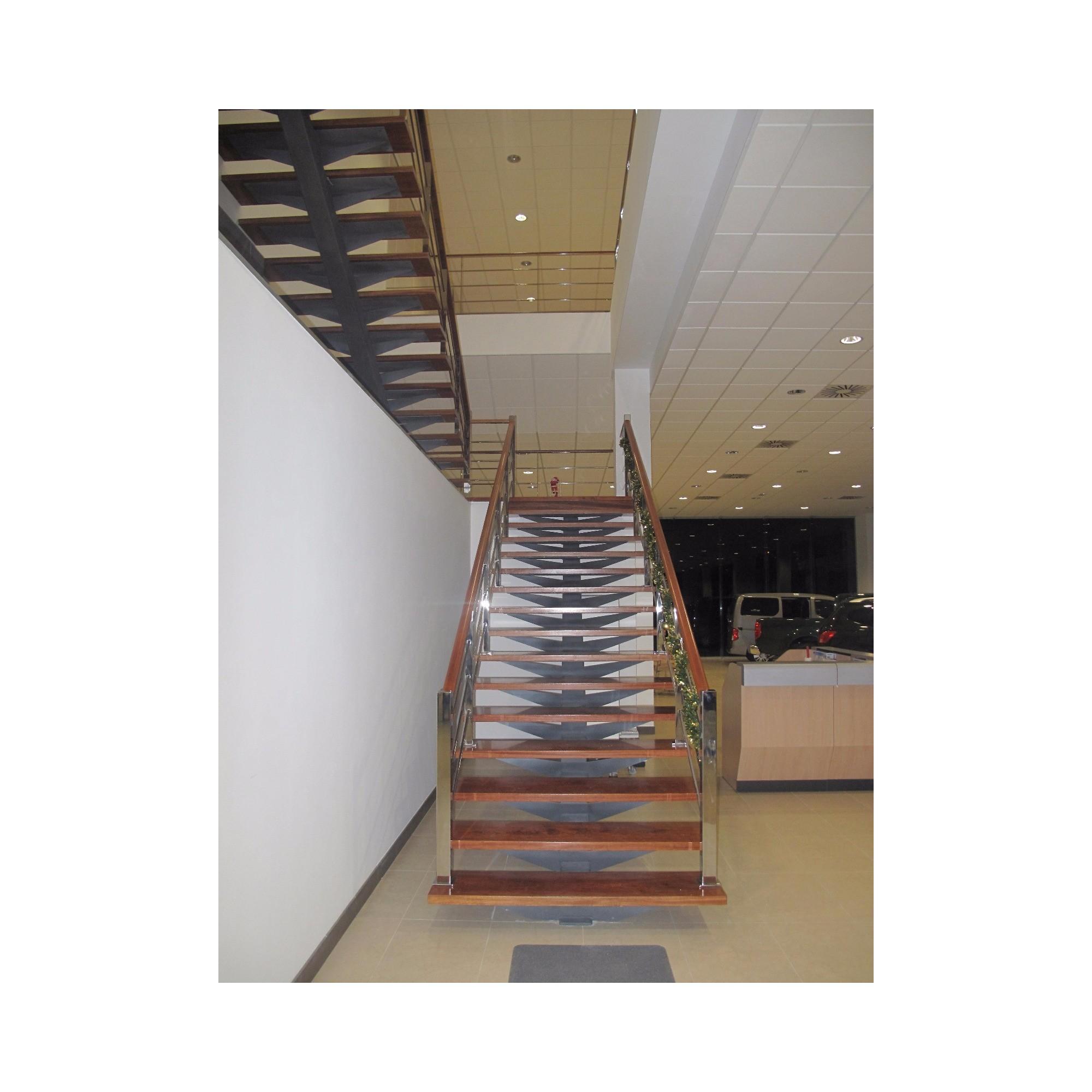 Escalera a medida interior combinada for Construir escalera interior
