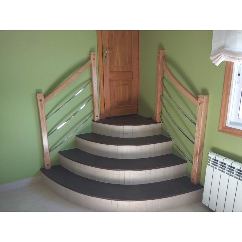 Barandilla interior a medida combinada madera e inox
