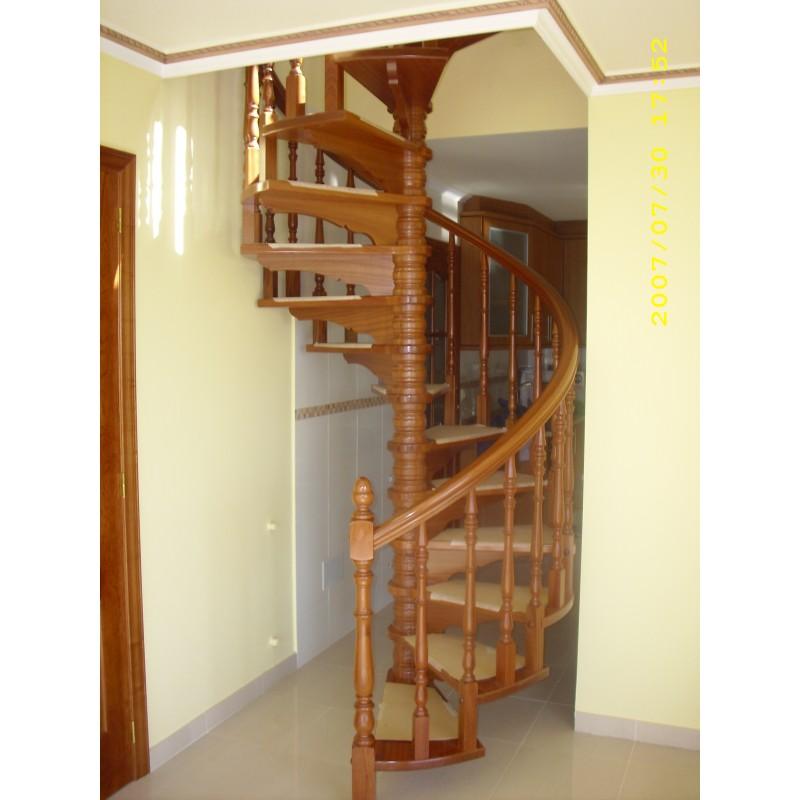 Escaleras de caracol la casa de la escalera for Plano escalera madera