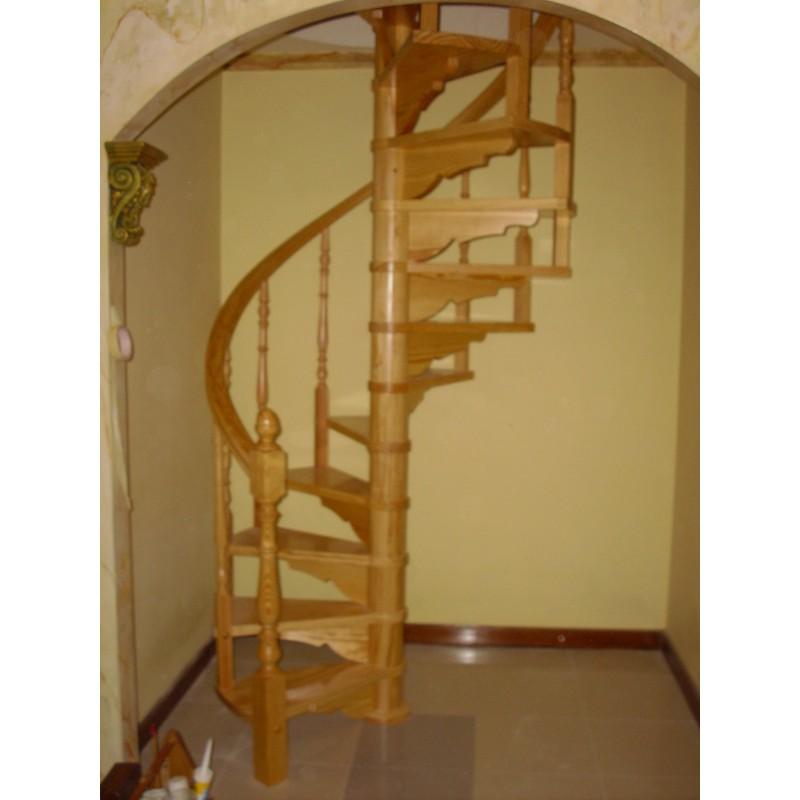Escalera caracol interior a medida en madera torneada