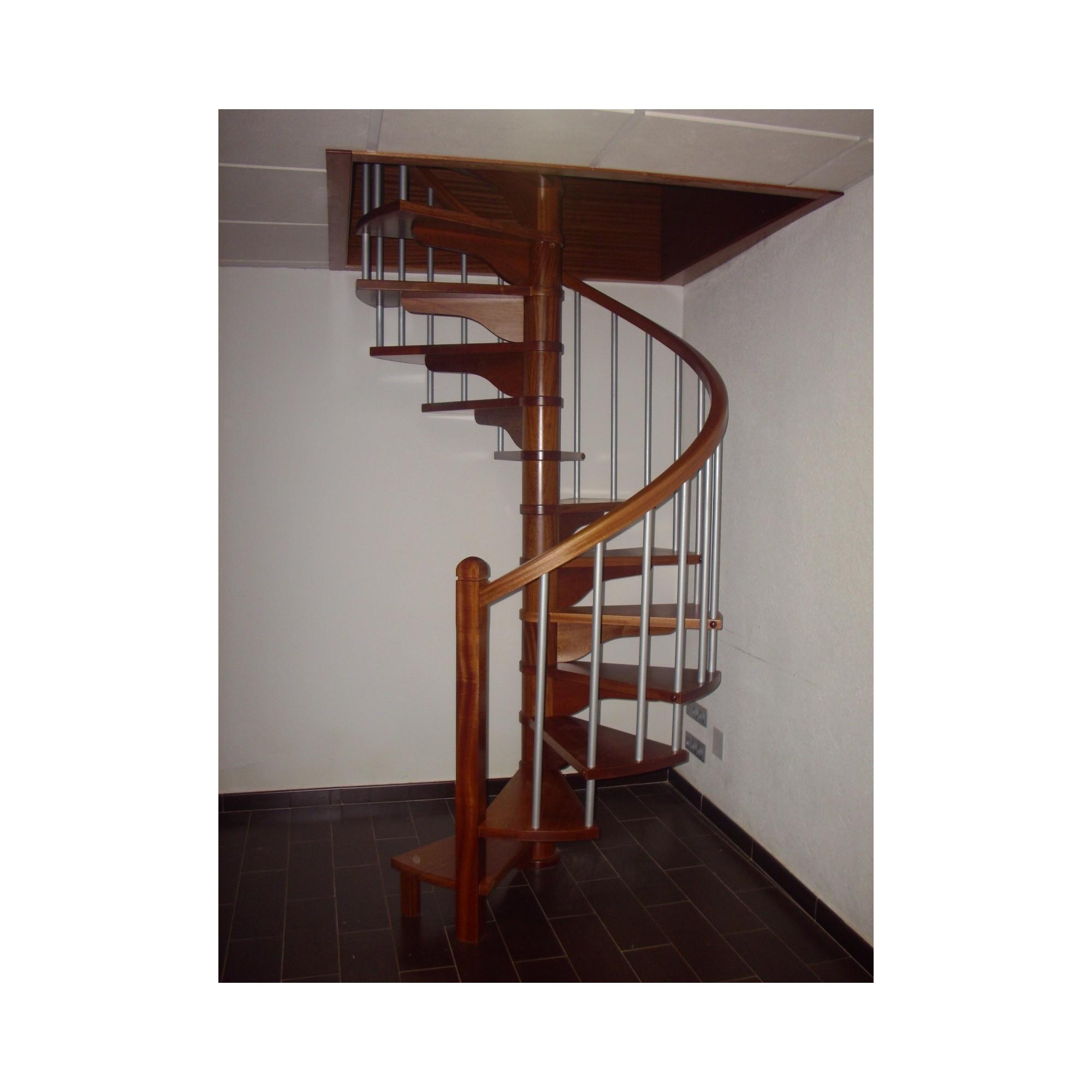 Escalera de caracol de madera amazing escalera caracol - Escaleras de caracol de madera ...