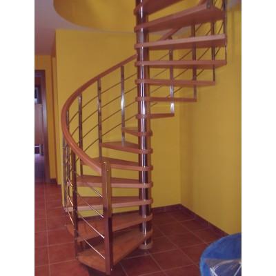Escalera caracol a medida en madera combinada con inox